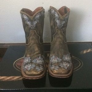Dan Post flower embroidered cowgirl boots